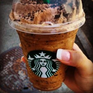 Un Frappuccino moka chocolat chez Starbucks aux terrasses du port, ça vous tente ?